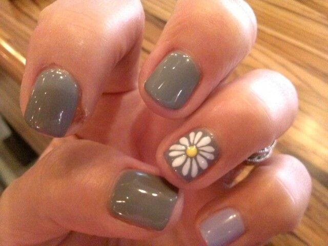 Lovely Grey With A Daisy Accent Nail Lavendar Pinky