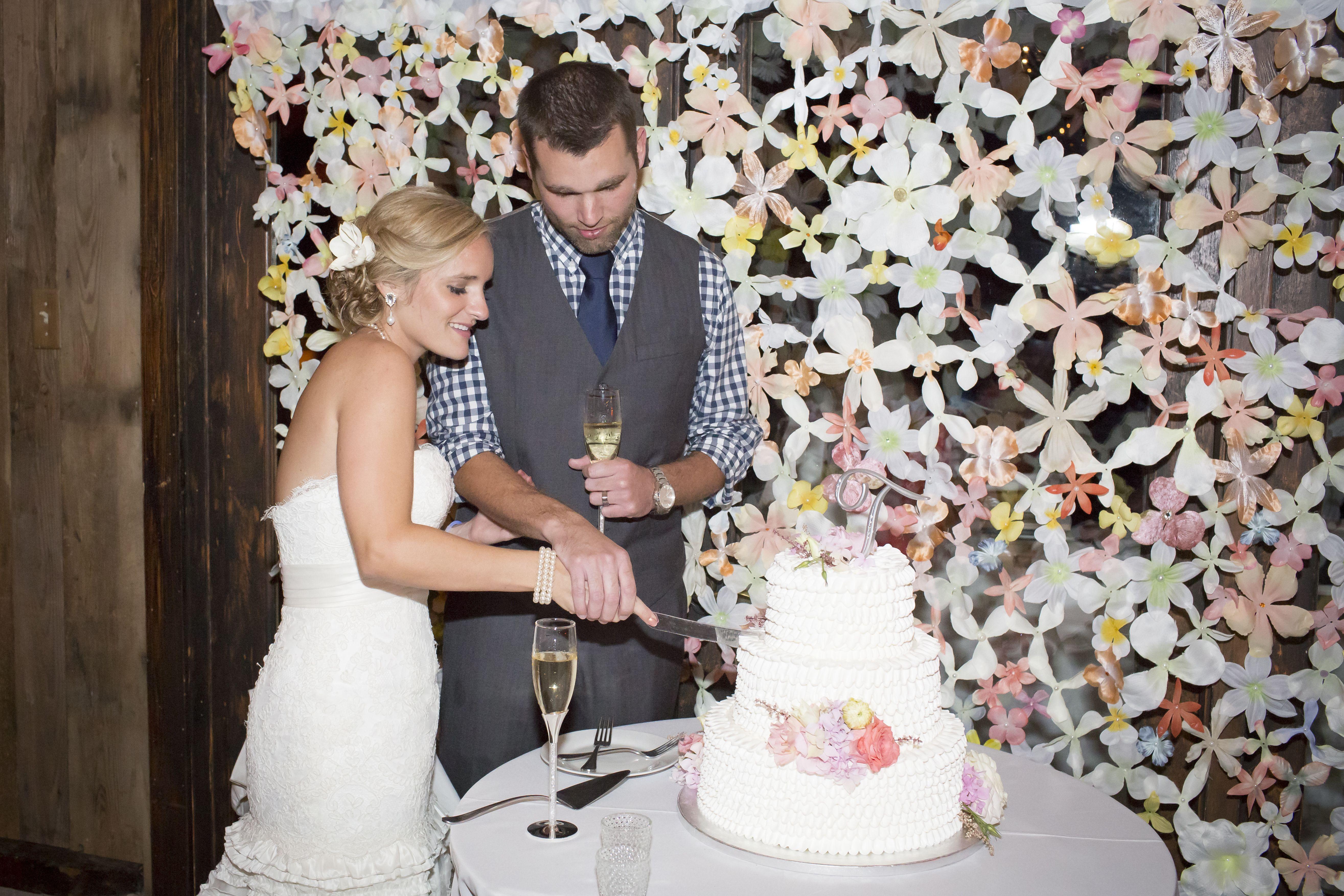 Wedding decorationhandmade flower curtain made by sewing together wedding decorationhandmade flower curtain made by sewing together silk flowers junglespirit Choice Image