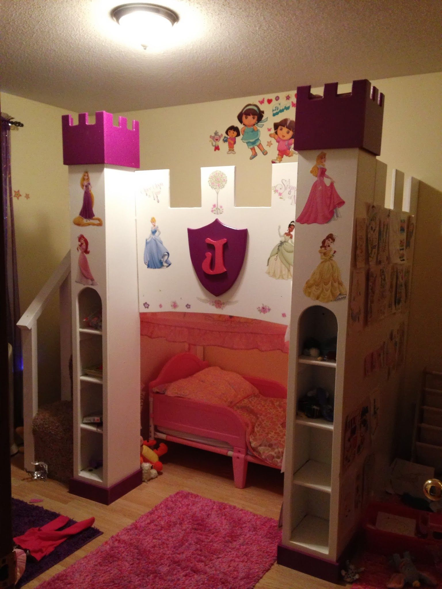 Princess Castle with space for toddler bed Do It