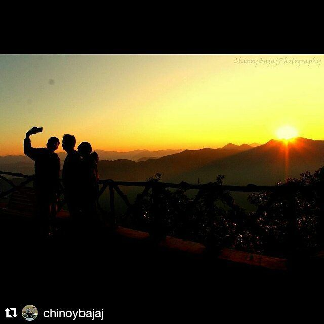 #Repost @chinoybajaj with @repostapp Get featured by tagging your post with #Talestreet The energizing sunrise at the land of veer gharwals.. #lansdowne #landofVeerGharwals #sunrise #tipInTop #silhouette #colours #mountains #peopletakingselfies #peaceful #roadtrip #Photography #canon #talestreet #1200D #CBP #twitter #travel #travelling #travelingram #exploreindia