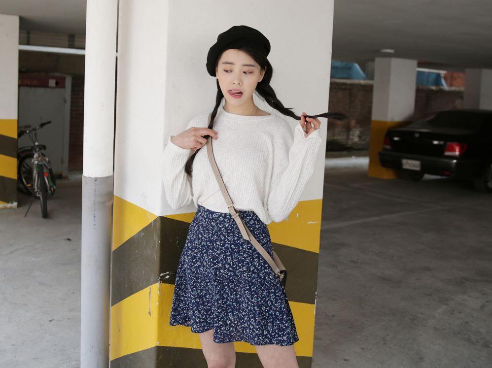 Dress up confidence! 10's trendy style maker 66girls.us Floral Side Zipper Mini Skirt (DHAN) #66girls #kstyle #kfashion #koreanfashion #girlsfashion #teenagegirls #fashionablegirls #dailyoutfit #trendylook #globalshopping