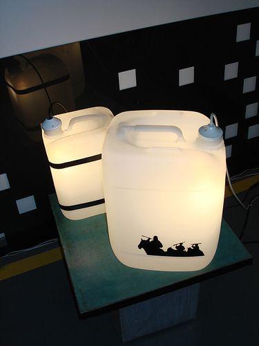 comment r utiliser un bidon pour fabriquer une lampe lamp. Black Bedroom Furniture Sets. Home Design Ideas