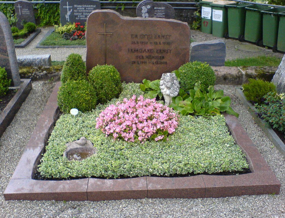 Pin von Robin Middleman auf Designs | Cemetery decorations ...