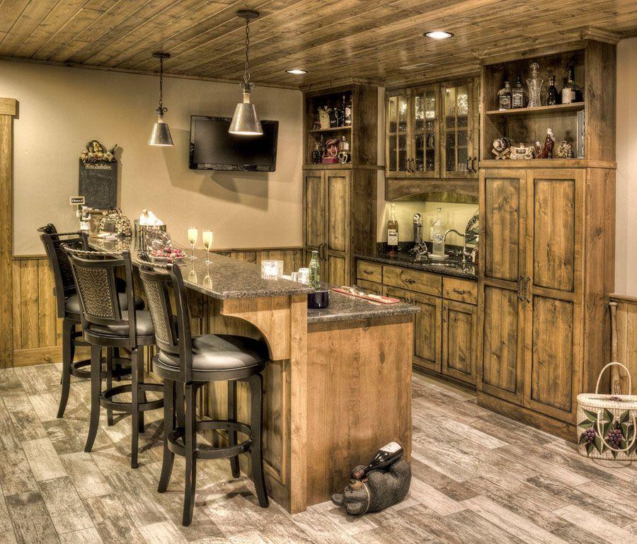 16 esempi di angolo bar in casa con arredamento rustico for Idee arredamento bar
