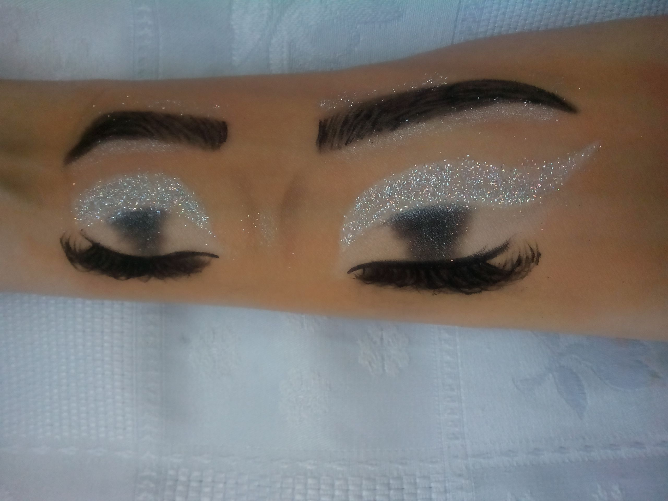Easy But Beautiful Makeup For Eyes Hand Draw Hand Makeup