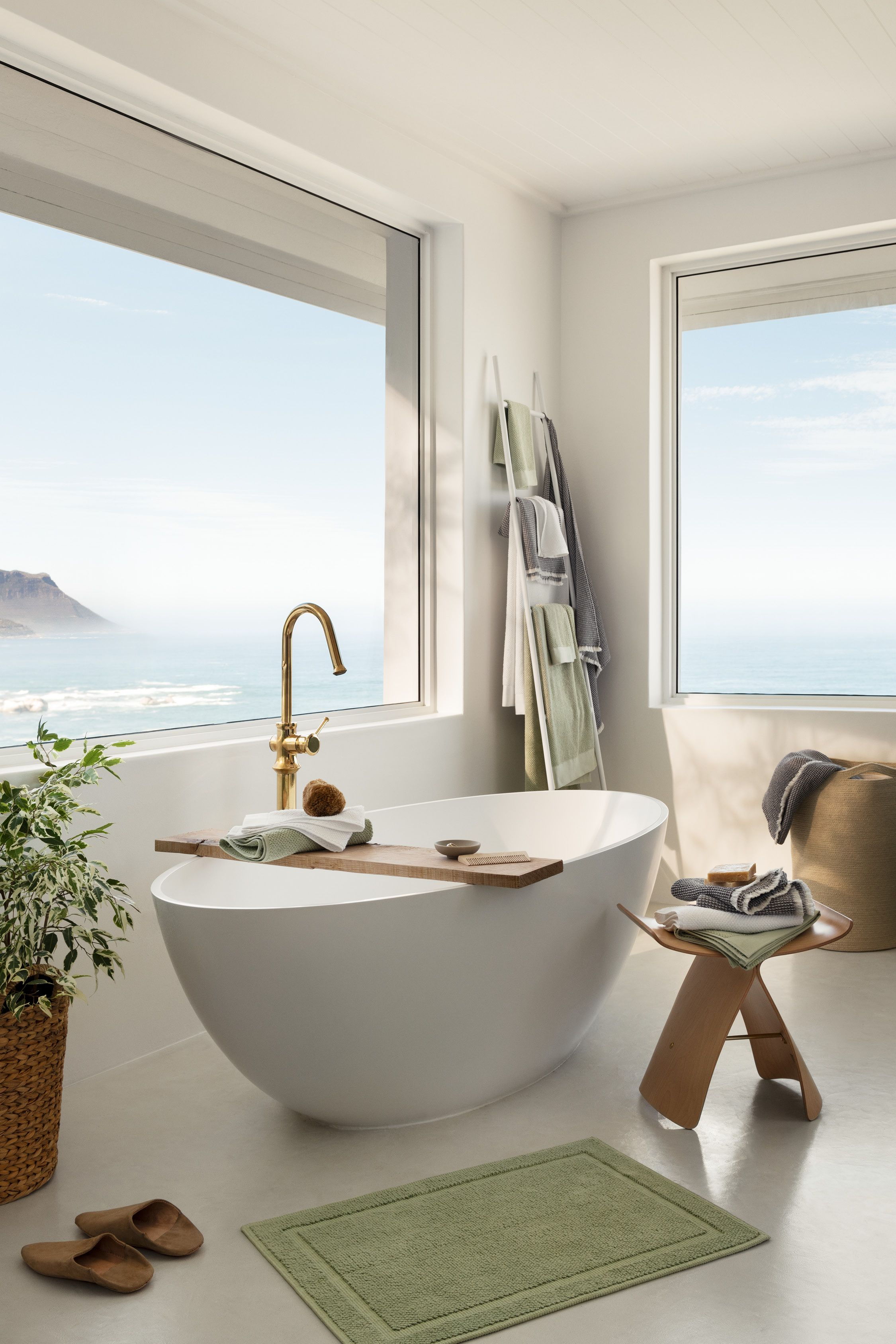 The Bathroom Of Your Dreams Can Easily Be Achieved With Just A Few Simple Updates Fluffy Oversized Towels Sce In 2020 H M Home Minimalist Apartment Spa Like Bathroom