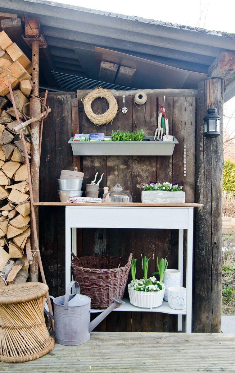 Selbst gebauter DIY Pflanztisch für den Garten