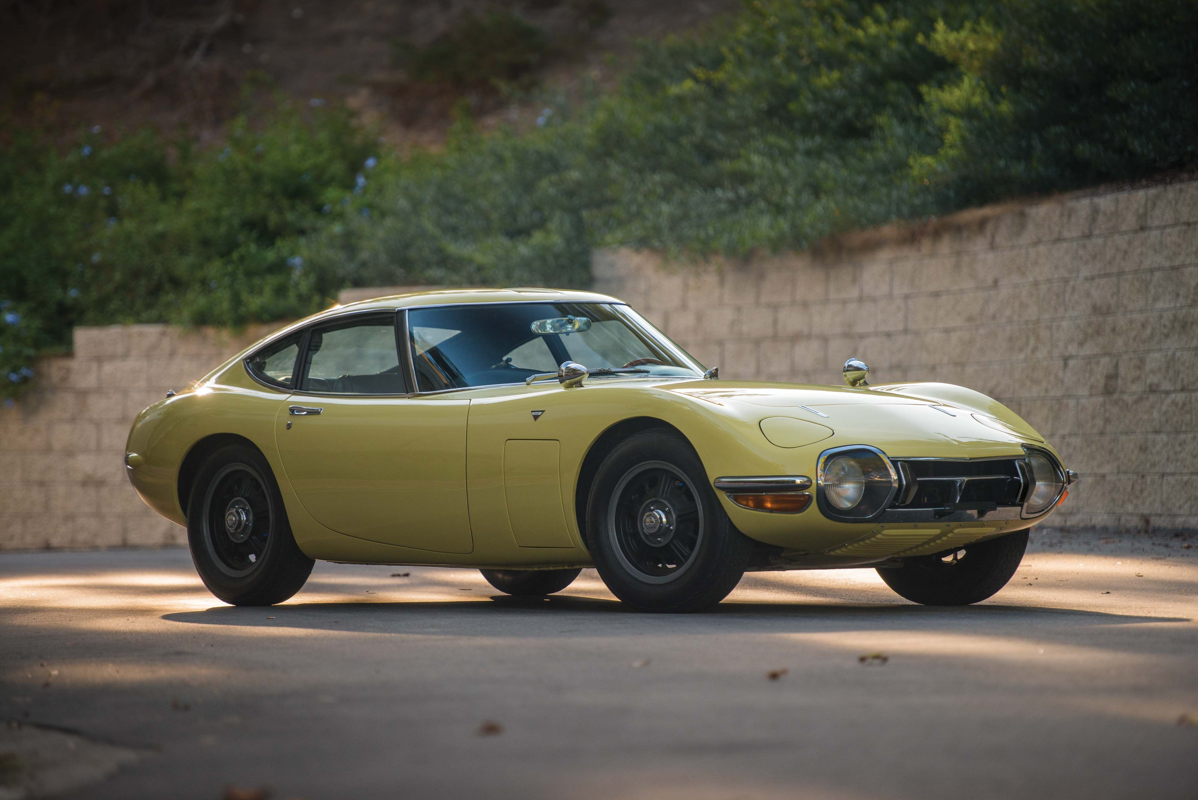 The First Japanese Supercar Toyota 2000gt Japanese Cars Classic Cars