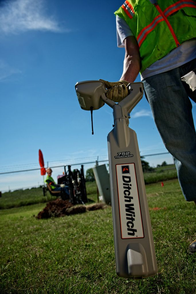 Funny Utlity Locator : Ditch witch jt directional drill with