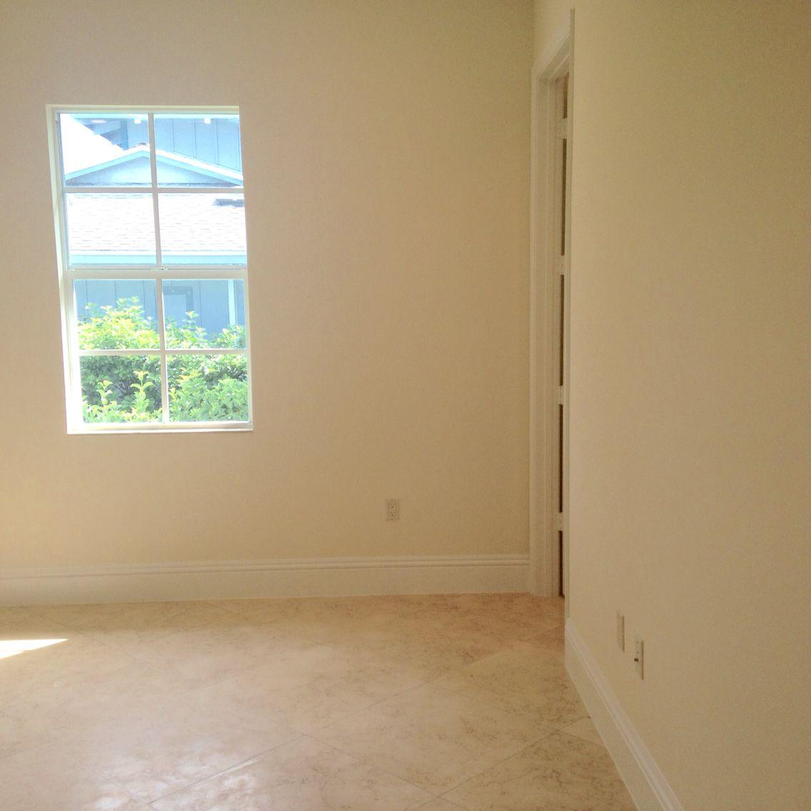 3 window bedroom  bedroom window with en suite bathroom to the right  bedroom  u en