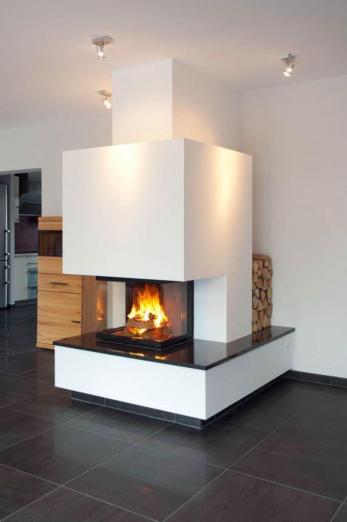 dreiseitiger heizkamin sockelabdeckung aus nero assoluto schornstein und holzablage liegen. Black Bedroom Furniture Sets. Home Design Ideas