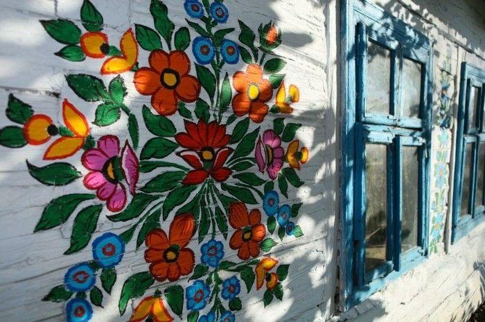 Hausfassade Gestalten Zalipie Florale Muster Farbig Blumen Blaue Fenster