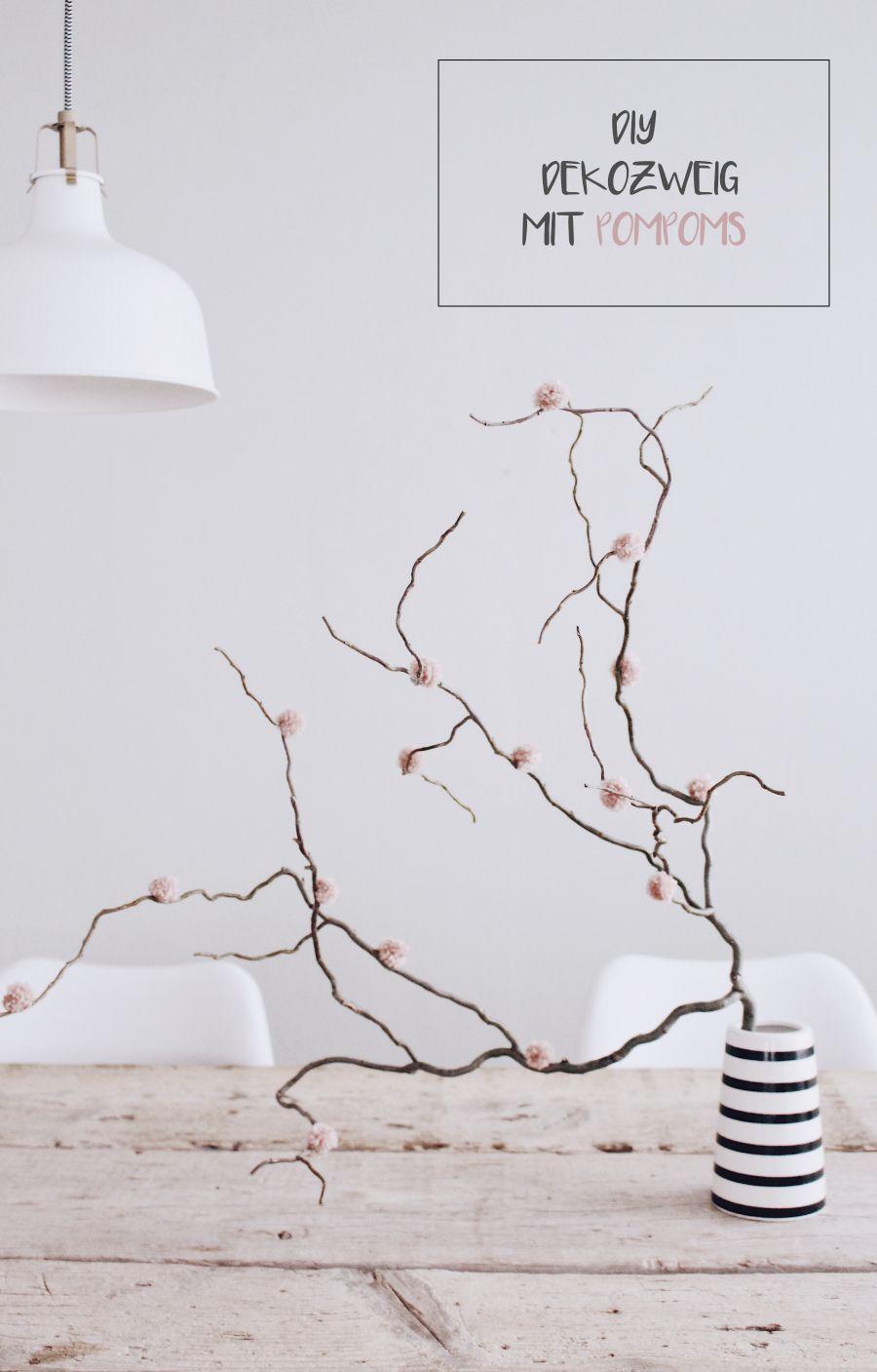 diy deko mit pompoms ganz einfach kreativ und preiswert pompoms kreativ basteln und bommel. Black Bedroom Furniture Sets. Home Design Ideas