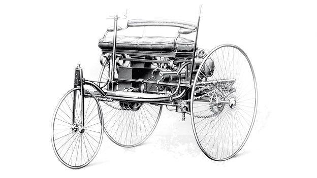 First car ever. Daimler. http://www.autorevue.at/zeitreise/zeitmaschinen/mit-zartem-schwung.html
