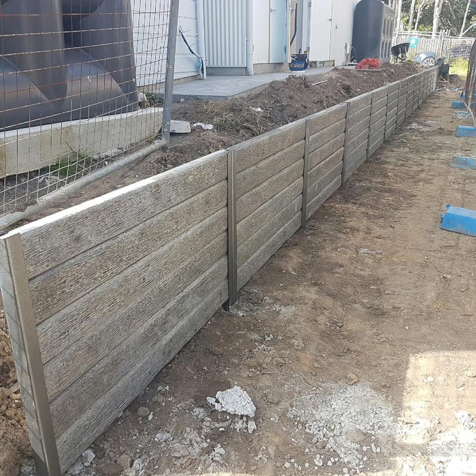 Ridgi Gumtree Concrete Sleepers With Ridgi Plus Ash Steel Posts By Aussie Concrete Products For More Building A Retaining Wall House Landscape Retaining Wall