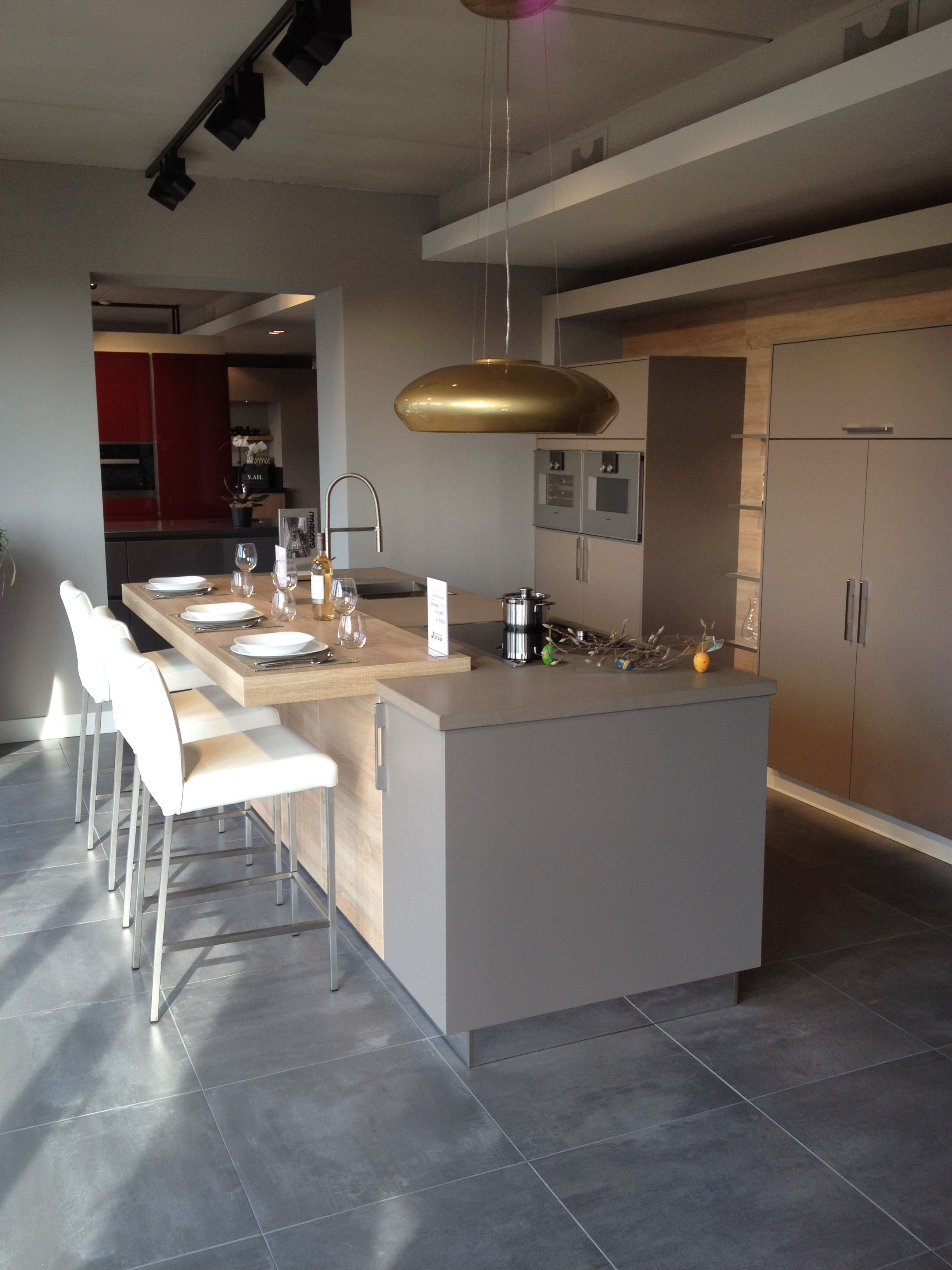 Moderne eiland keuken samen koken kletsen en eten leefkeuken design afzuigkap ga voor - Bar design keuken ...