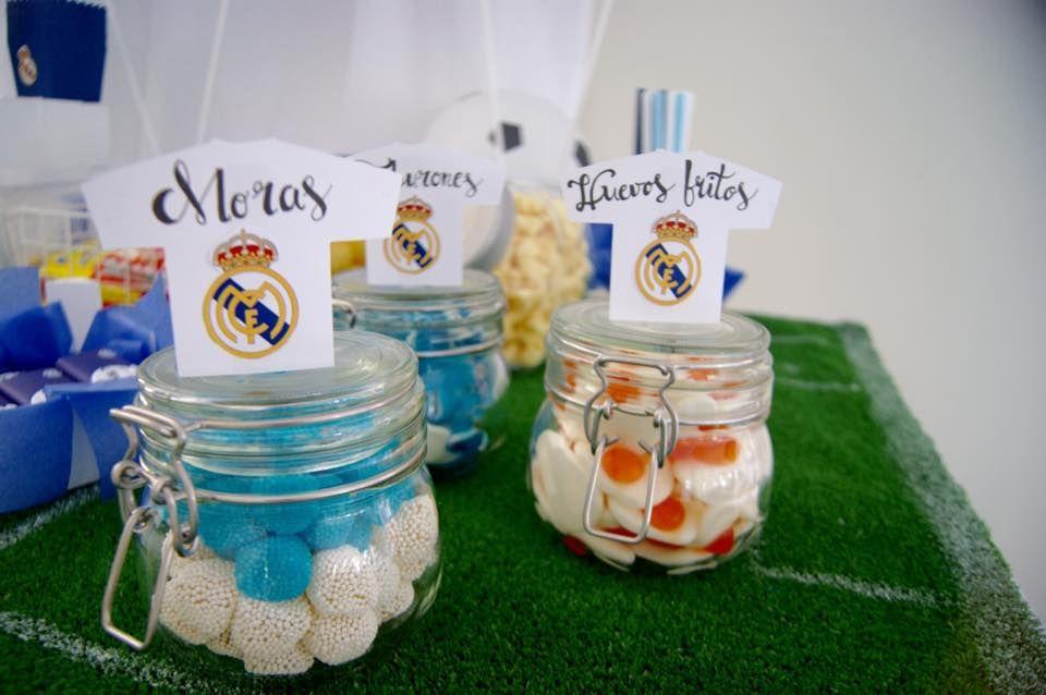¿Queréis preparar una bonita y divertida mesa temática del equipo de fútbol preferido de vuestro peque? Aquí os traigo mi propuesta para un...