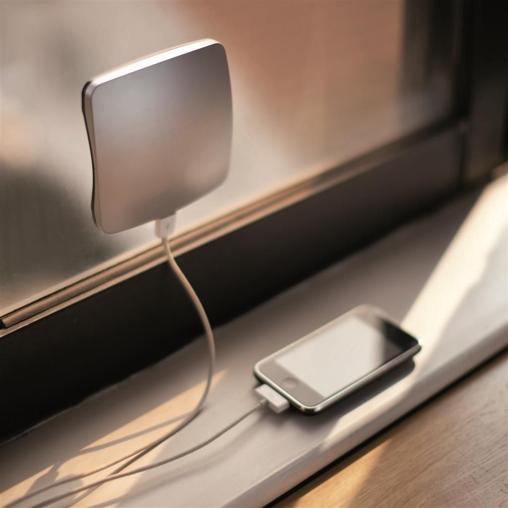 Window Solar Charger 1400mah Silver Black Xd Design Chargeur Solaire Decoration Interieure Mobilier De Salon