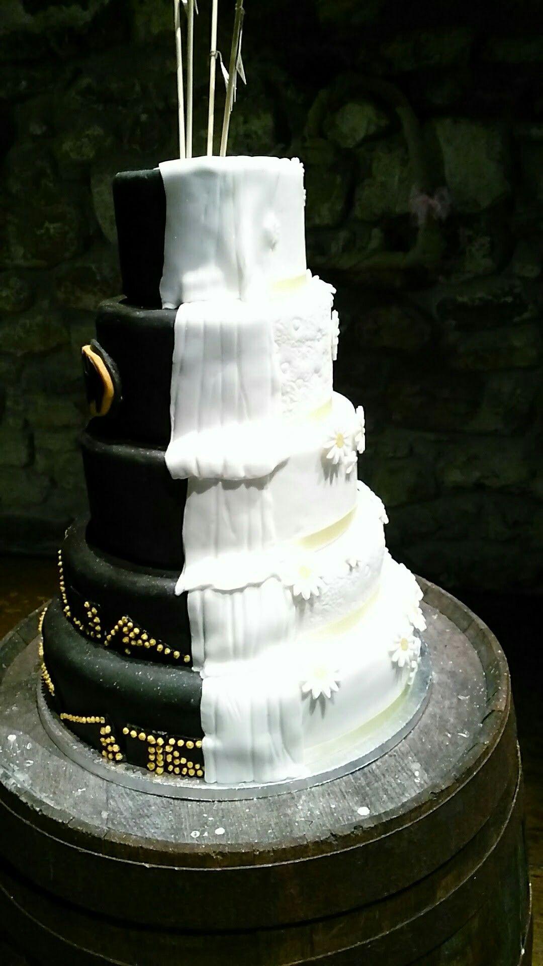 Pin by Wursty on Daisy/Batman themed wedding cake | Pinterest ...