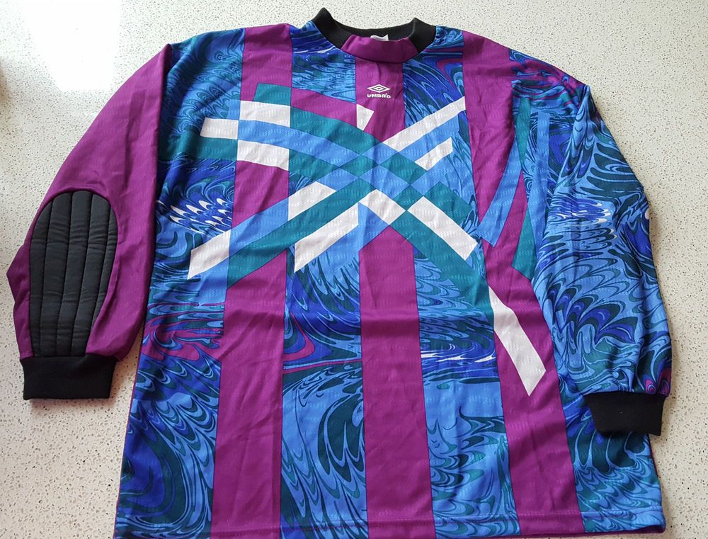78988a0d4a2 Umbro Goalkeeper Jersey Retro Vintage 90s ~ Padded ~ Adult XL  Umbro   Jerseys