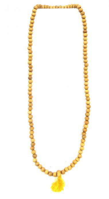 """Mala 24. Collier tibétain """"Mala"""" en bois de santal. Fabrication artisanale. Le mala est aussi appelé rosaire bouddhique. Il est l'un des attributs essentiels du pèlerin et d'un grand nombre de divinités. Le mala collier est composé de 108 perles enfilées. On l'égrène en tirant les perles vers soi, ce qui symbolise que l'on tire les êtres hors de la souffrance. Le bracelet comporte moins de perles et permet un gain de place."""