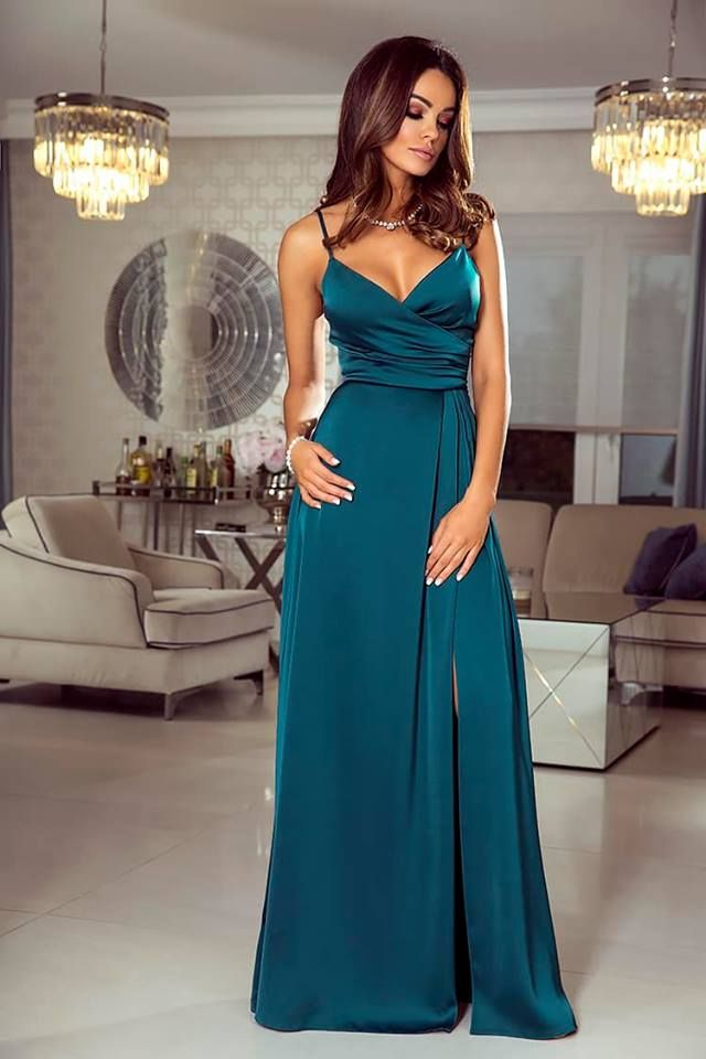 d90a889ac1 Długa Suknia z Głębokim Dekoltem Zielona Laura w 2019