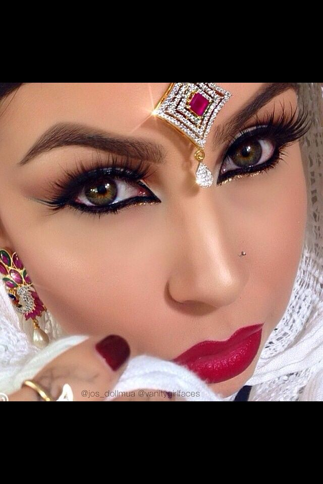 Her makeup is GORGEOUS!  Especially the gold eyeliner below the lower lid.