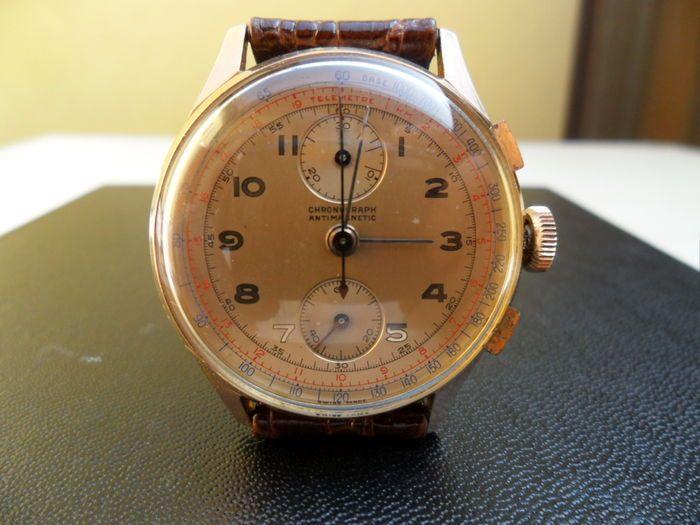 """CHRONOGRAAF - MERKLOZE mannen horloge jaren 1940  Zwitserse gemaakte chronograph antimagentic hand-wond mechanische jaren 1940.Het horloge beschikt over een zeldzame Valjoux 77-kaliber met kolom wiel.Rose goud geval ongeveer 355 mm met uitzondering van de kroon met module caseback. Zowel de caseback en de zaak hebben het gouden keurmerk. De caseback is iets gemarkeerd.Mineral crystal in goede staat. De wijzerplaat lijken origineel met het schrijven """"Zwitsers gemaakt"""". Tachymetric en…"""