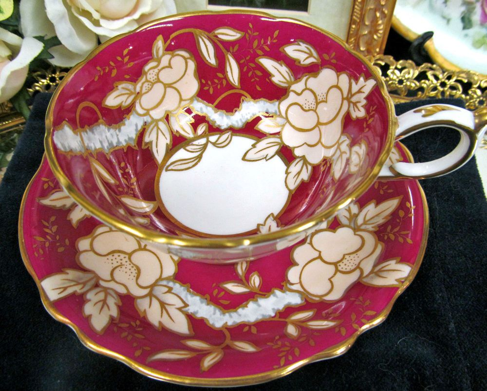 PARAGON TEA CUP AND SAUCER RED & FLORAL PATTERN TEACUP GOLD GILT