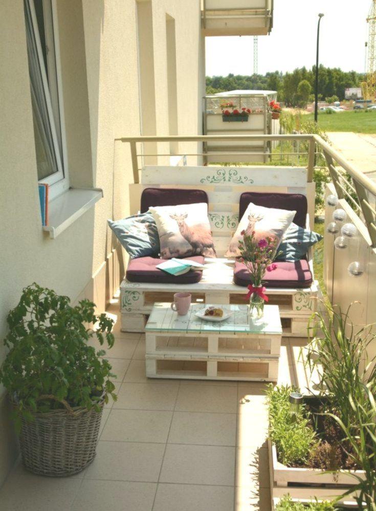 Bauen eines Balkonsofas: Tipps und Bastelideen für ein Sofa aus Paletten #kleiner Balkon ... - #anleitung #garten #kräutergarten #palette #palettenideen #palettensofadiy #palettensofaselberbauen #palettenmöbelgarten #terrasse #verticalgarden #vertikalergarten - Bauen eines Balkonsofas: Tipps und Bastelideen für ein Sofa aus Paletten #kleiner Balkon ... #kräutergartenbalkon