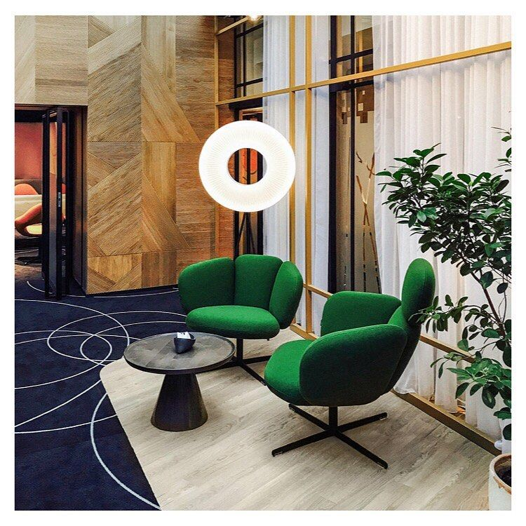 A Welcoming Timeless Ambience That Will Conquer Hearts Make People Feel At Home And Inspire Them To Achieve Their Very Best Check This Interio Stoelen Bras