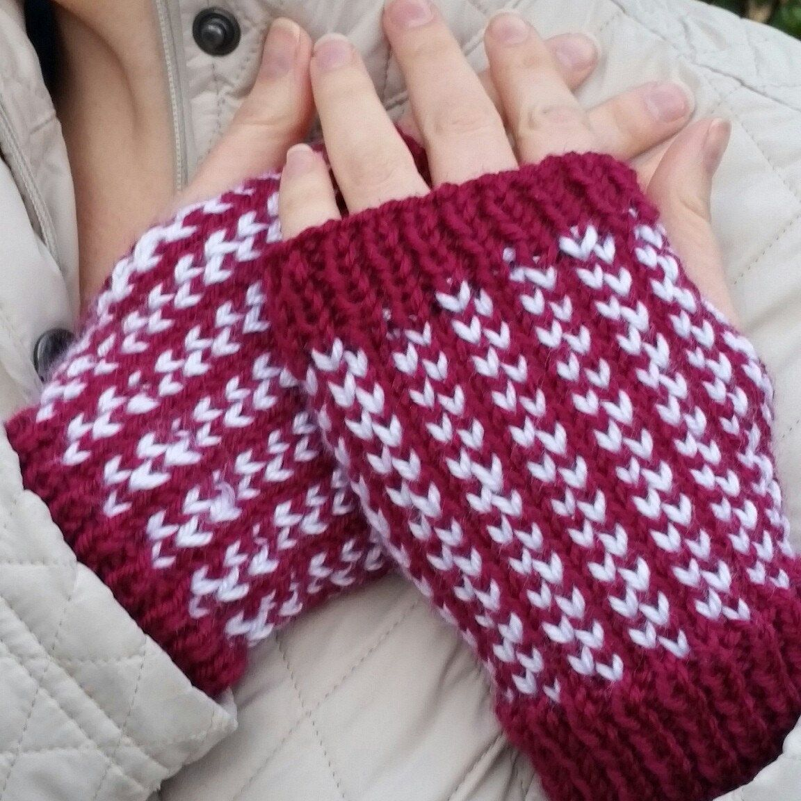 This Valentine's weekend, knit up a pair of the Two Hearts Handwarmers. // Knit flat, easy colorwork, ultra cozy