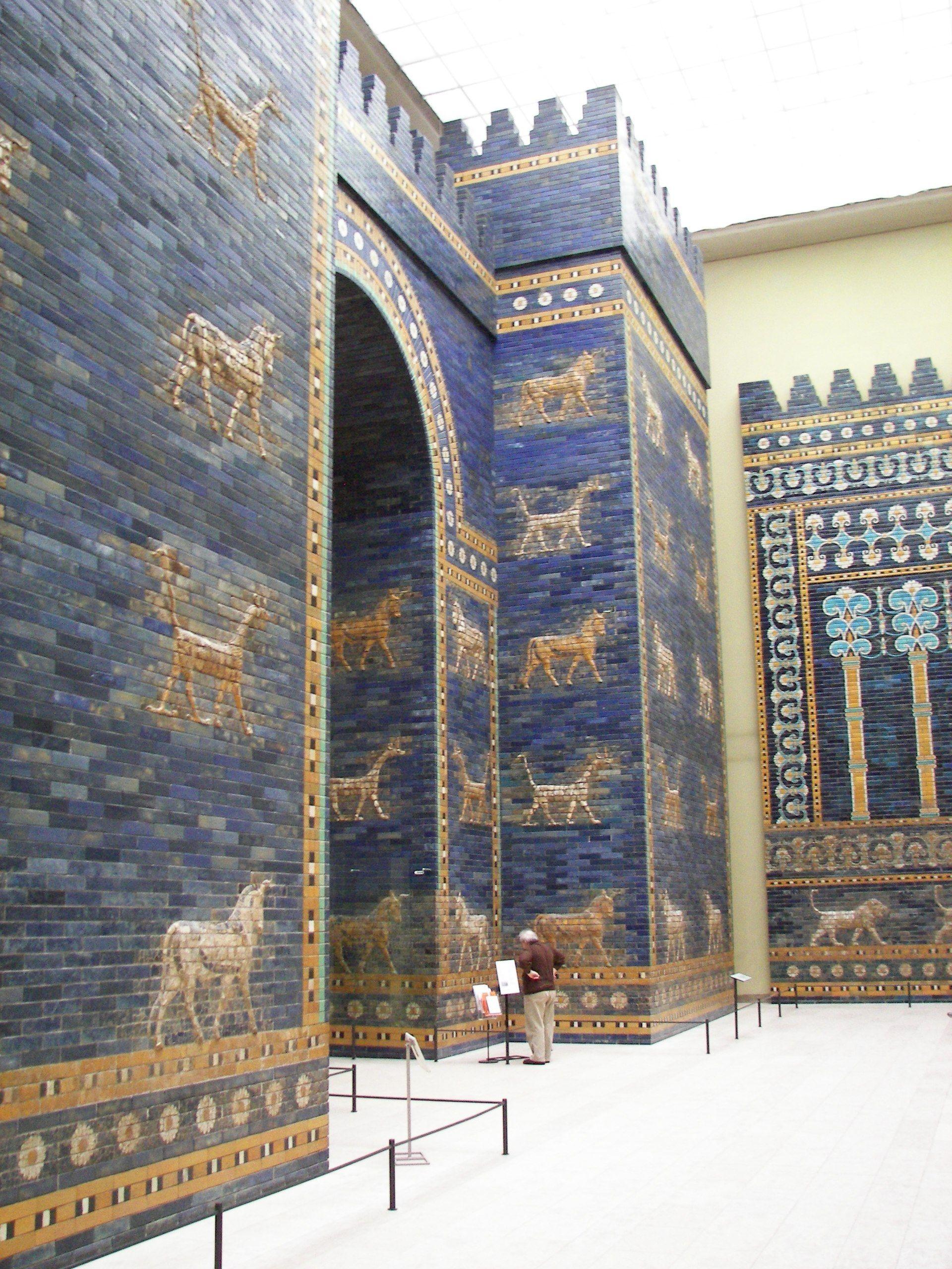 Pergamonmuseum Ishtartor 08 Vorderasiatisches Museum Berlin Wikipedia Pergamon Museum Ancient Babylon Pergamon