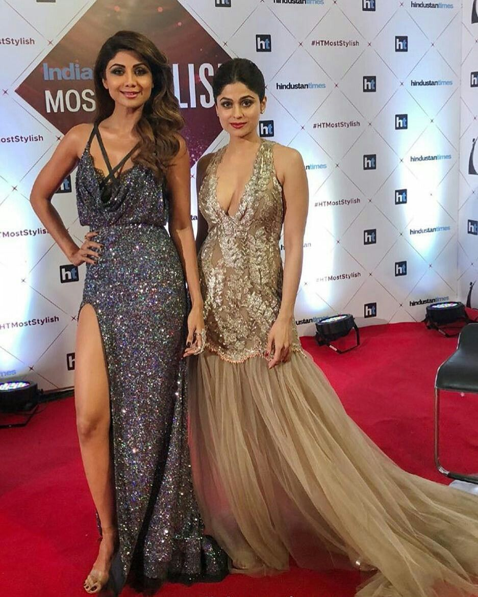 Two Beautiful Bollywood Sisters At Red Carpet Of Ht Most Stylish Award 2018 Indian Bollywood Actress Bollywood Girls Bollywood Actress Hot