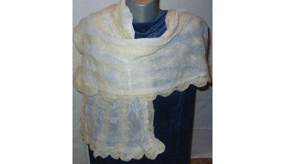 85556bdb9624 Feutre Nuno foulard, écharpe foulard, femme blanc écharpe, châle femme,  laine AU châle, européen Art déco, feutre Nuno Skarf, senti écharpe, à la  main