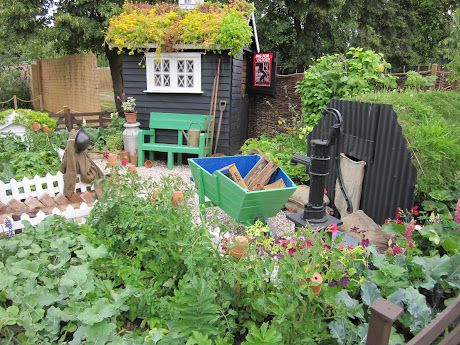 Allotmenti like the shelter on the right shabby chic for Garden allotment ideas