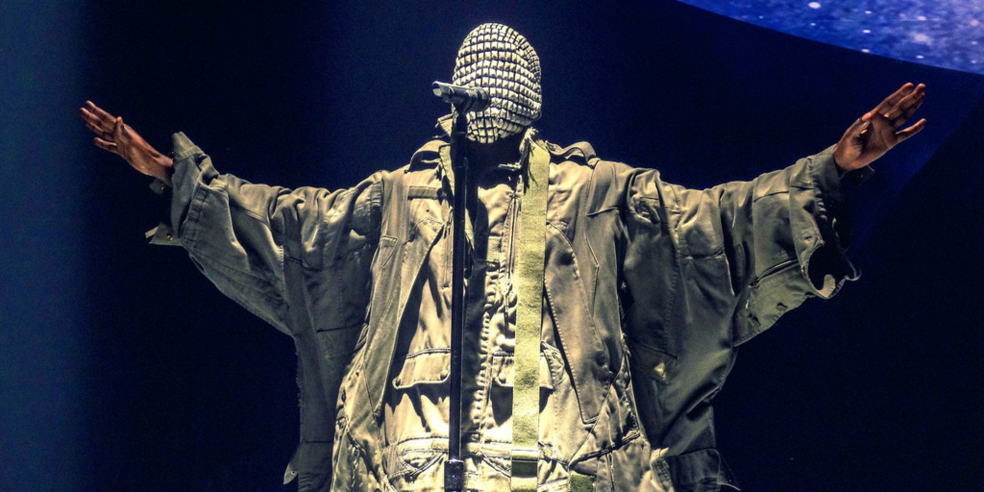 Look Kanye West S Yeezus Tour Hits Chicago Yeezus Tour Kanye West Kanye