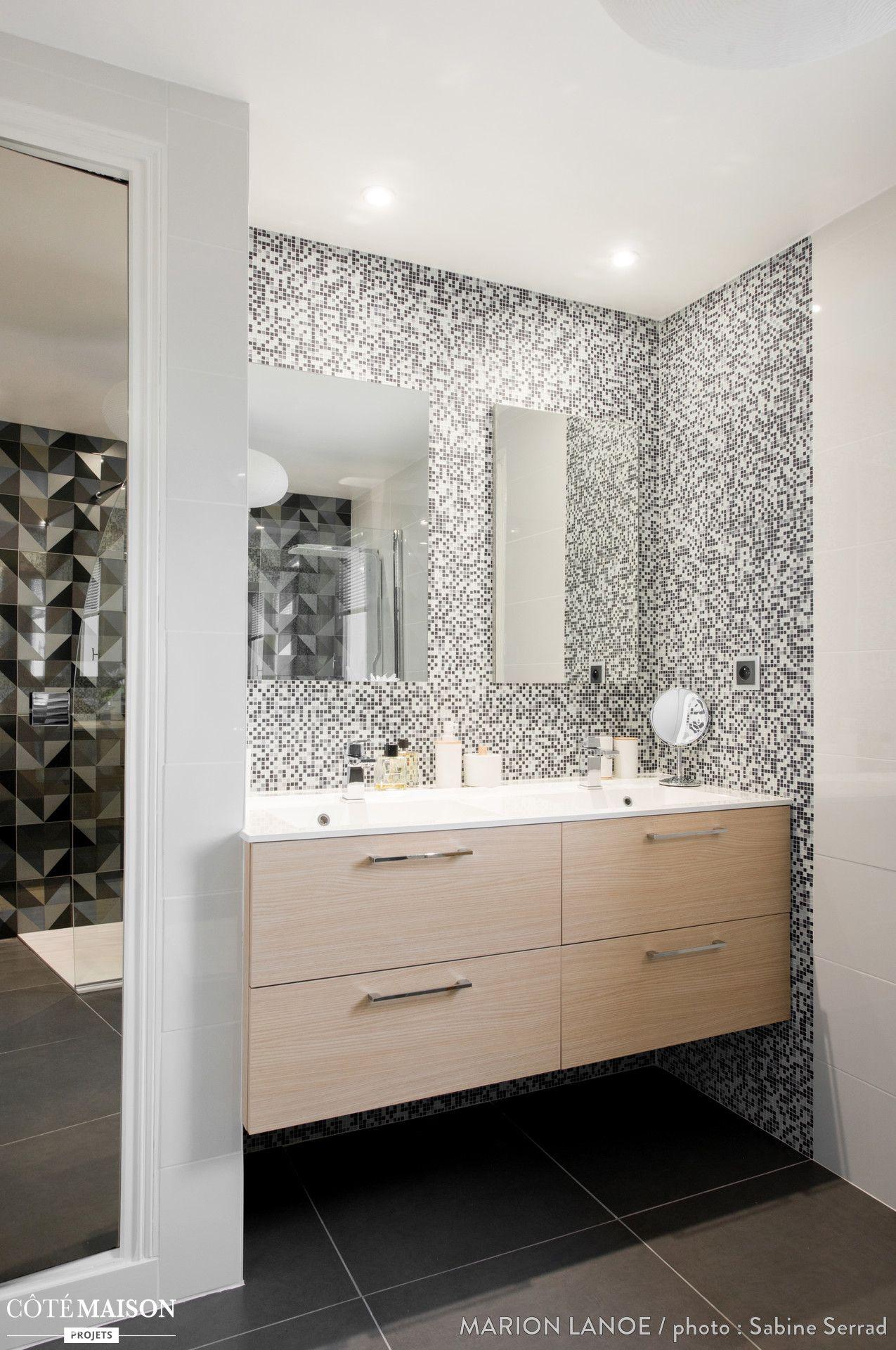 salle de bain spacieuse et lumineuse black white. Black Bedroom Furniture Sets. Home Design Ideas