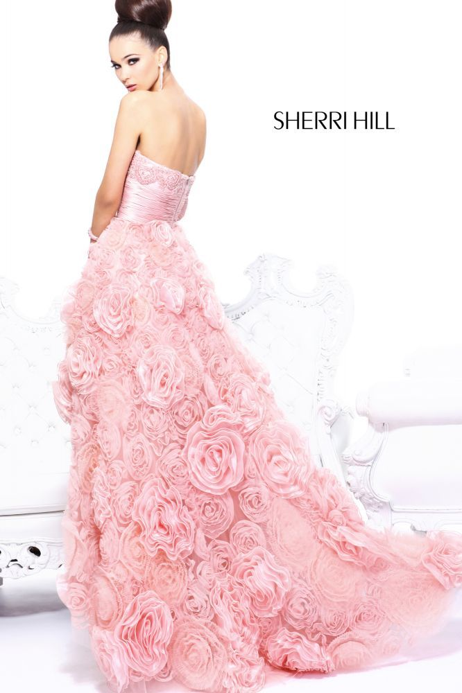 This dress made me wish for prom, never had one actually and wear ...