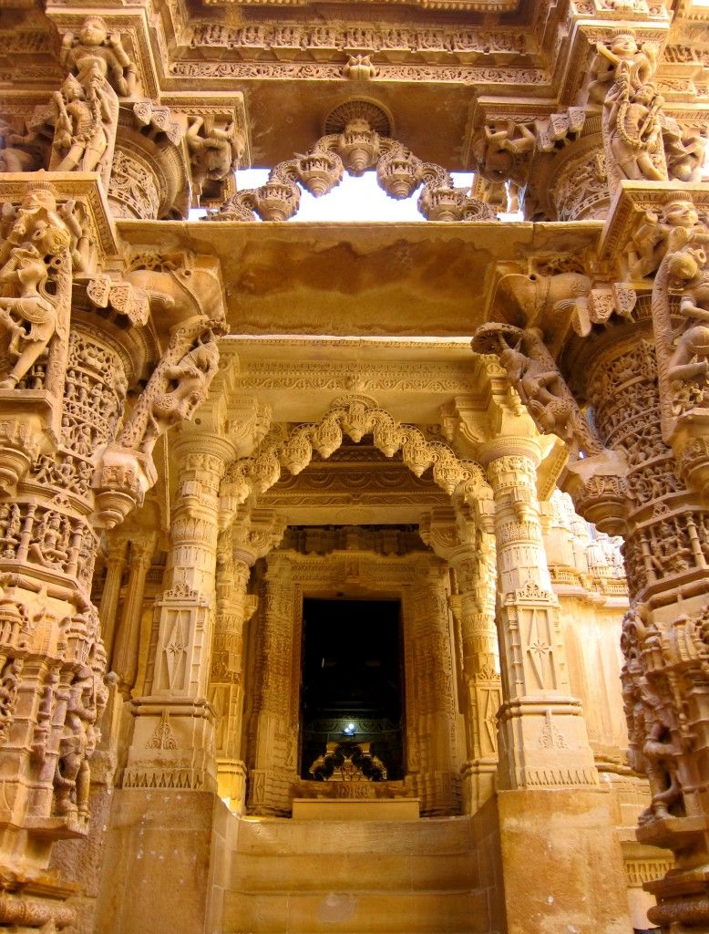Visiting the 'Golden Fort' in Jaisalmer, India http://planetandgo.com/travel-from-jaipur-to-jaisalmer/