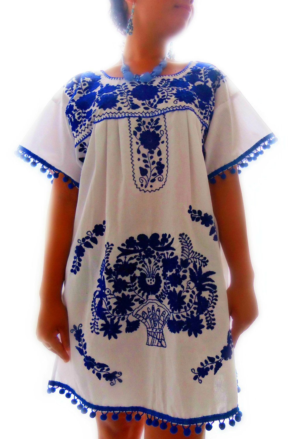 Stunning mexican embroidered dress would be so cute on my 15 year old  daughter .navy