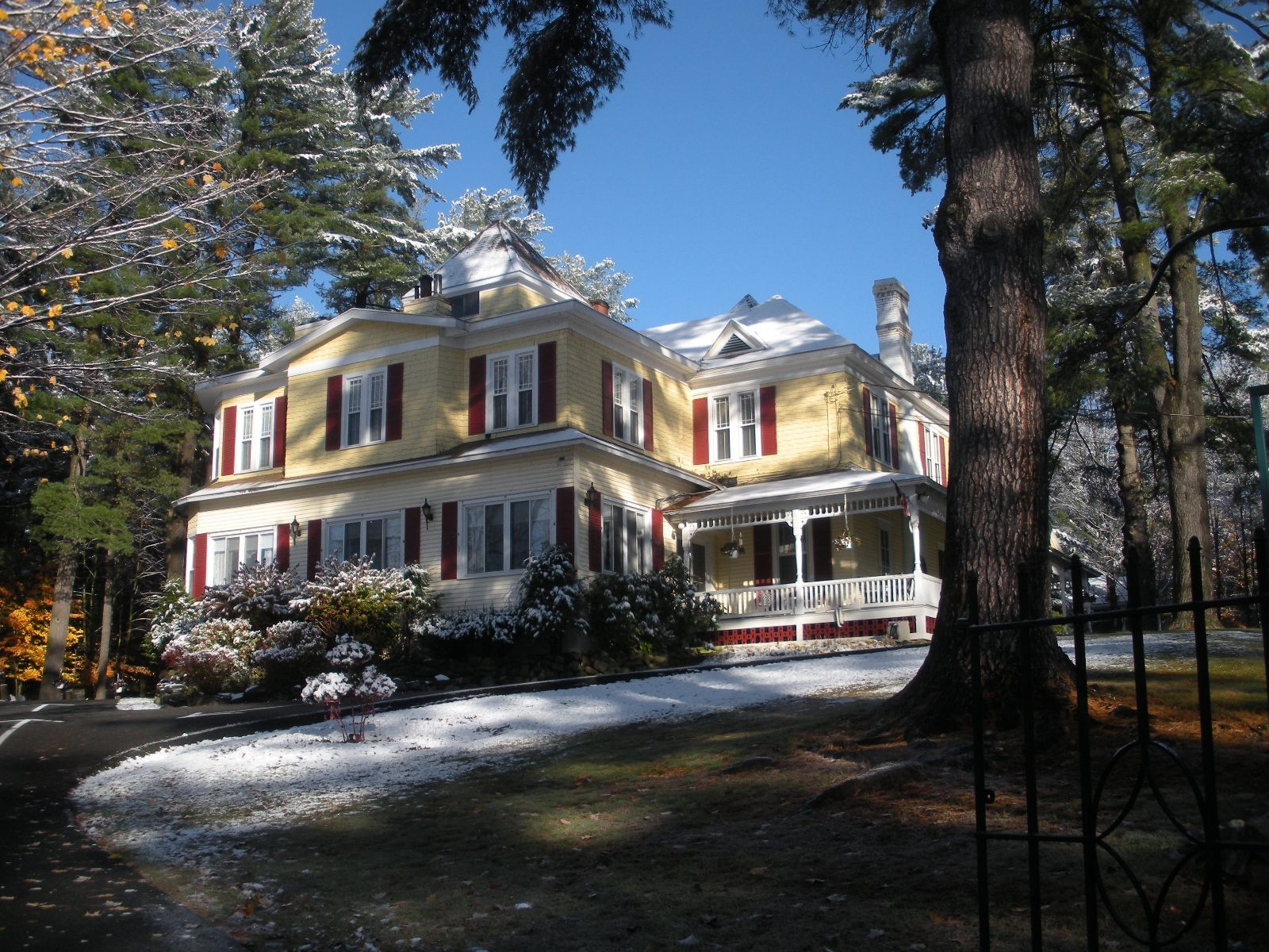 Cozy Bed And Breakfast Near Lake George Ny With Fireplace