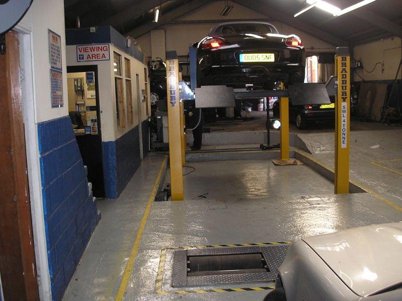 Amtec Motors providing MOT Testing service in Streatham. Book your MOT online now at http://www.amtec-motors.co.uk/contact-us.html