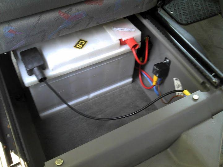 installation de la batterie auxiliaire sous le si ge conducteur tout d 39 abord j 39 ai achet le. Black Bedroom Furniture Sets. Home Design Ideas