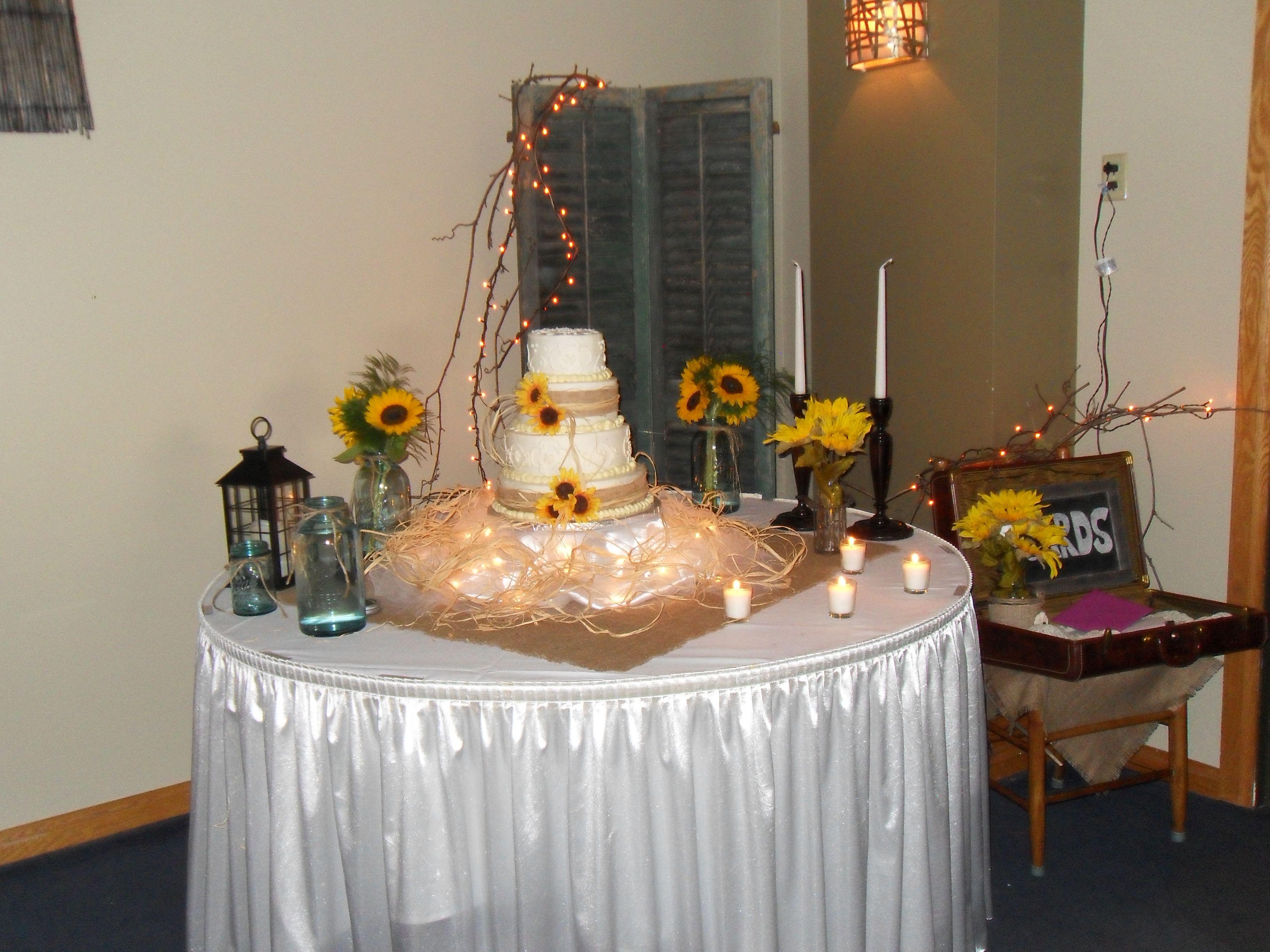 Burlap and sunflowers wedding cake Sunflower wedding