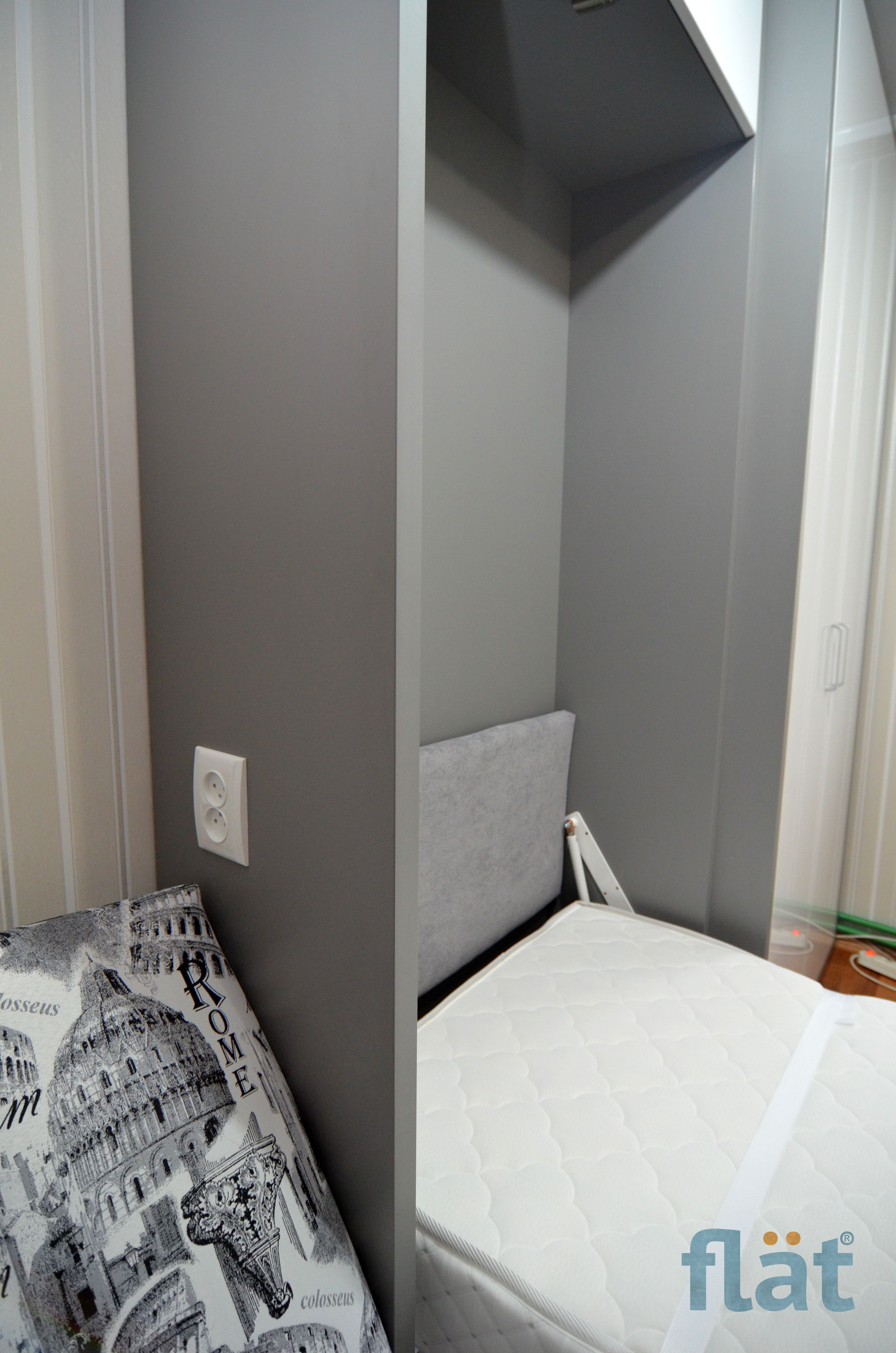 Single wall bed with table. Аdditional storage Одноместная
