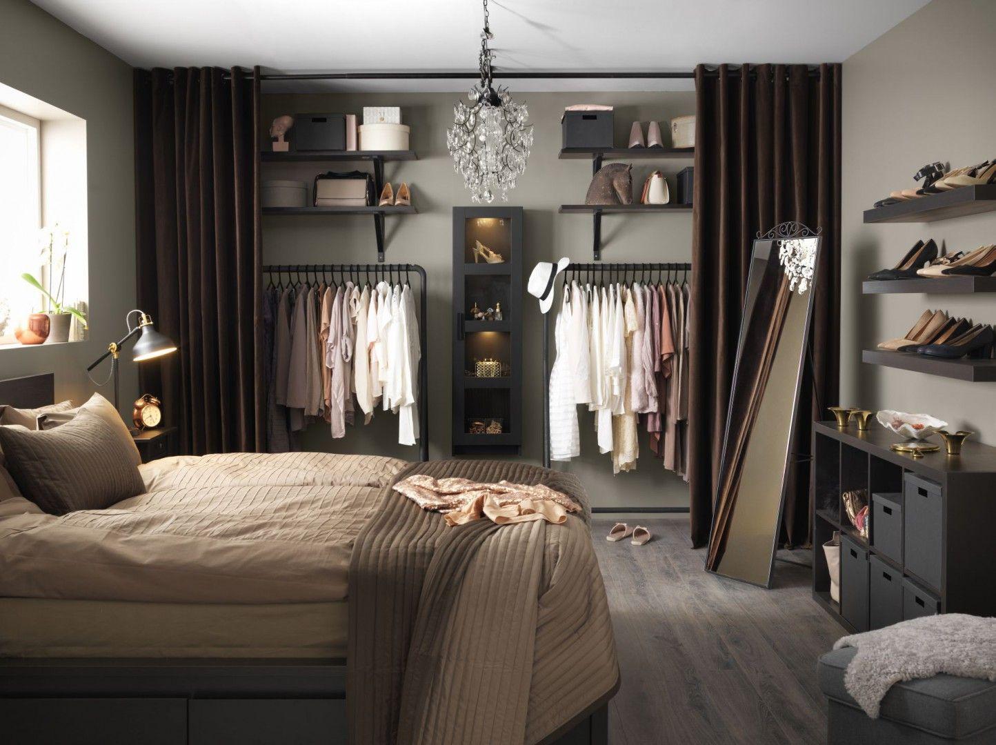 Garderoba Ukryta Za Kotarą Będzie Ciekawą Dekoracją Sypialni