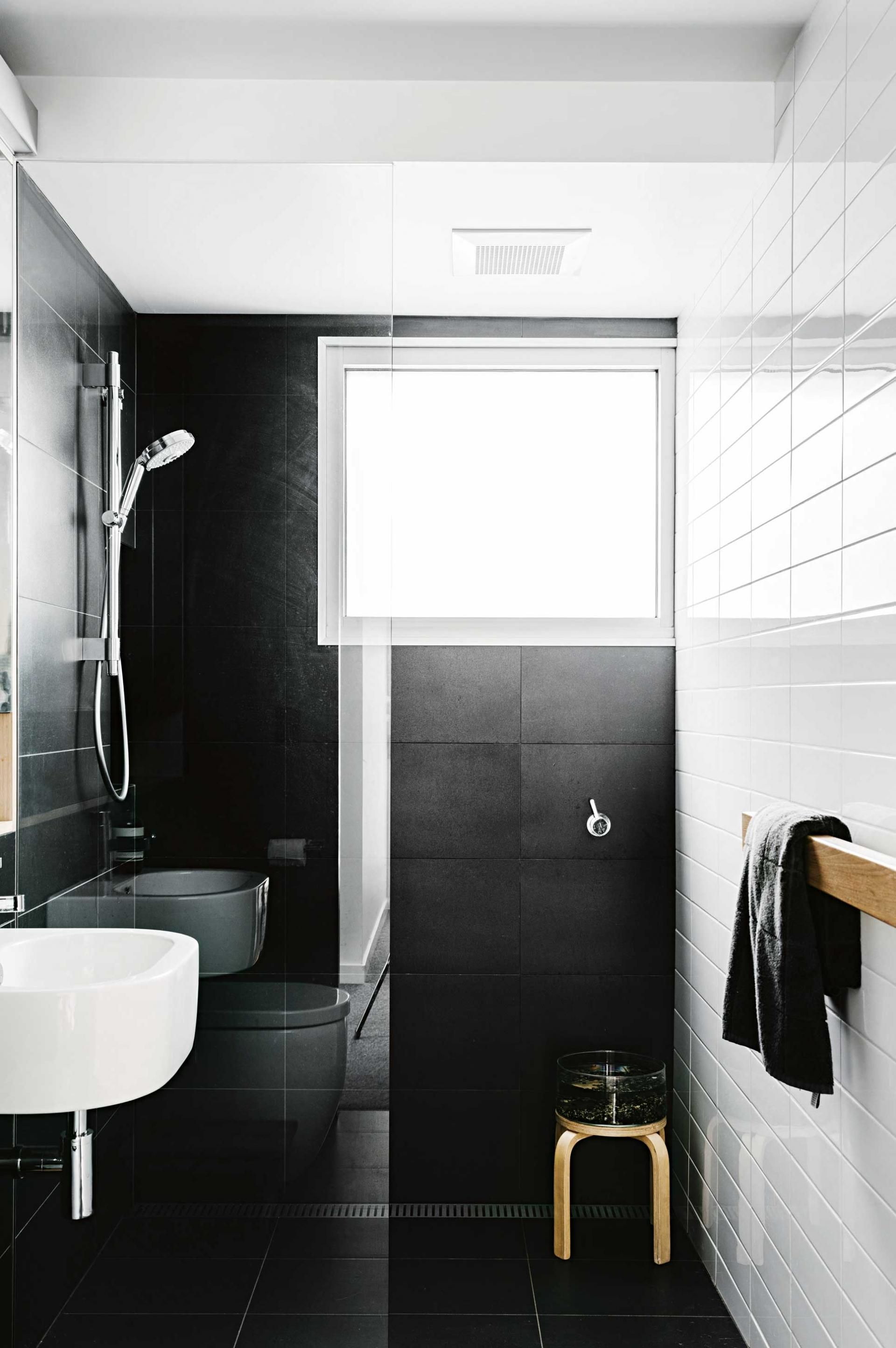 Top 10 black and white bathrooms styling by megan morton for Black bathroom designs