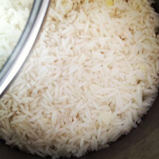 Para fazer arroz soltinho use duas medidas de água para uma medida de arroz. | 10 truques simples para você se sentir um MasterChef na cozinha