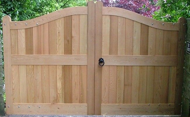 Wave gate solid wood tall double rounded privacy gate for Wooden driveway gates designs